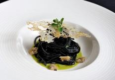 Spaghetti al nero di seppia con vongole