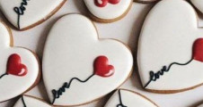 White-Heart-Cookies-with-Red-Hearts-like-a-Balloon